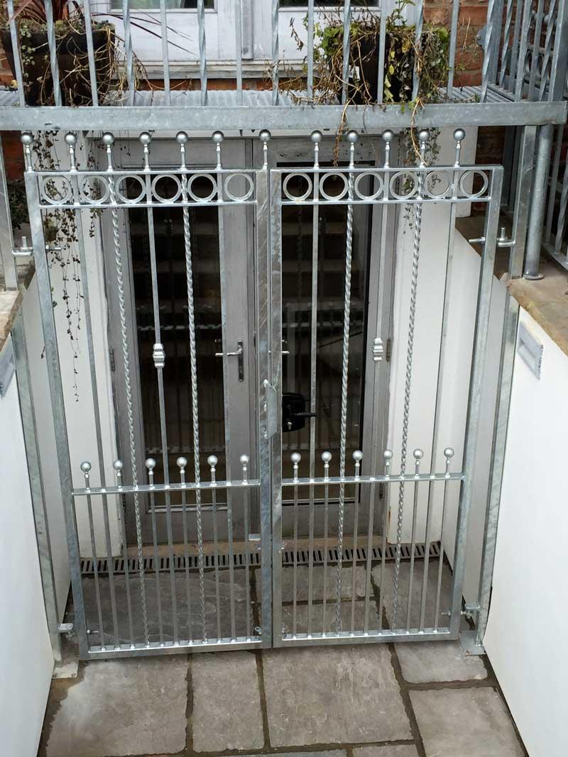 Double Gates 10