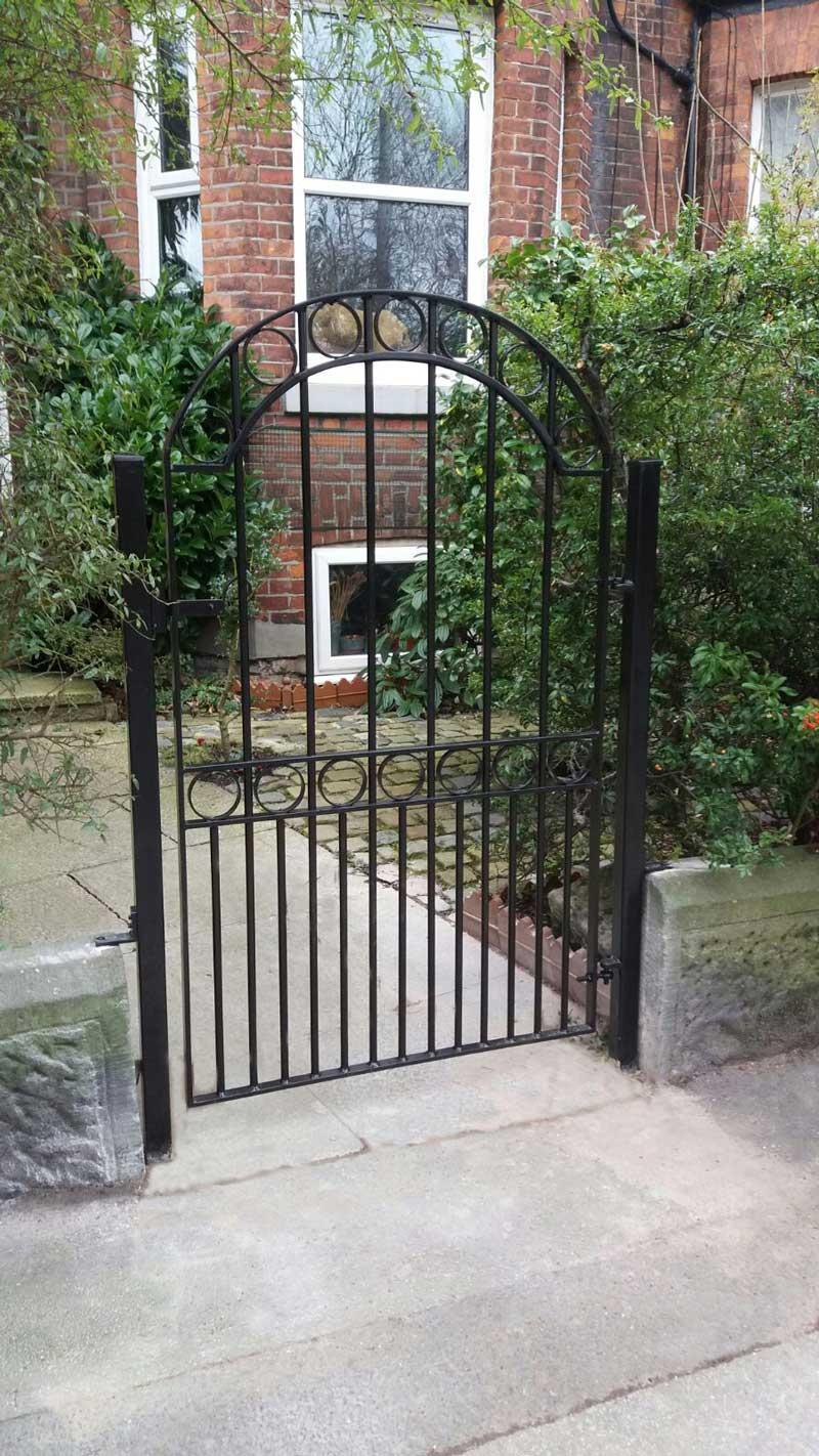 Single Gates 12
