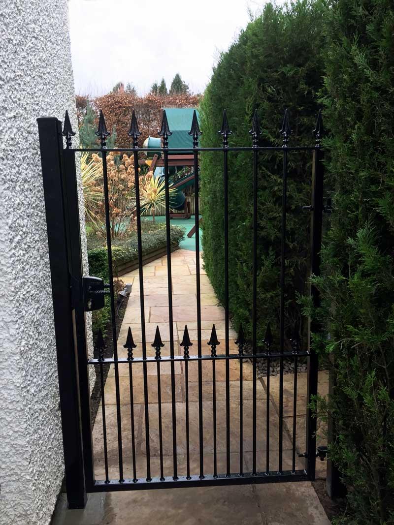 Single Gates 17