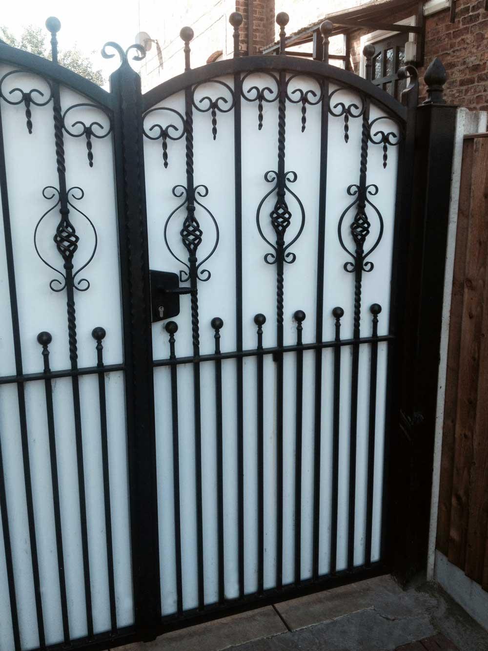 Single Gates 21