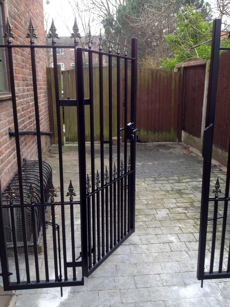 Single Gates 24