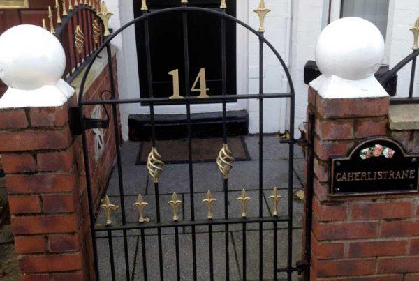 Single Gates 29