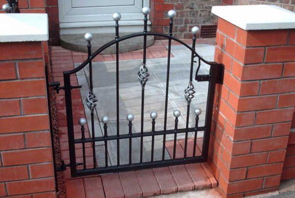 Single Gates 30