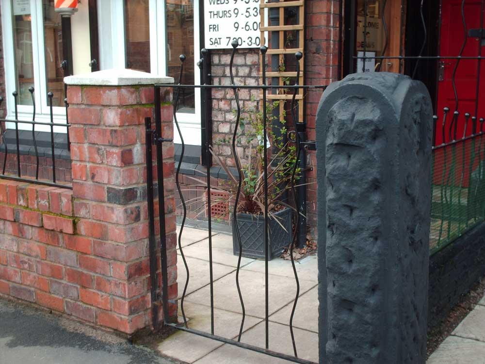 Single Gates 32